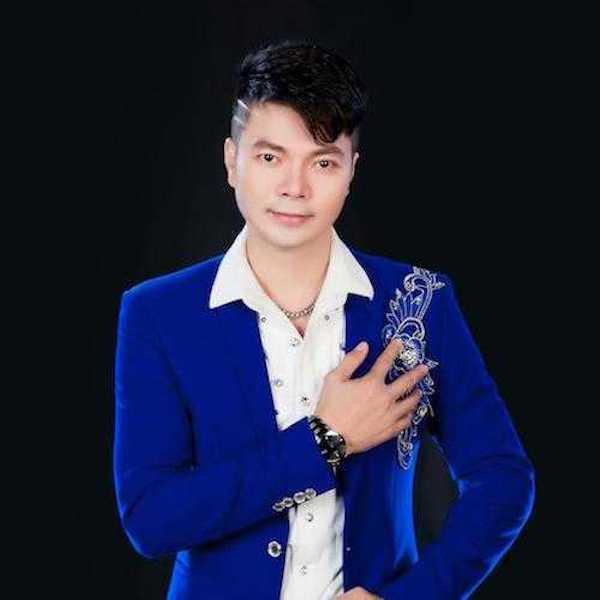 Ca sĩ Hoàng Kim Long làm liveshow tiền tỷ kỷ niệm 10 năm ca hát