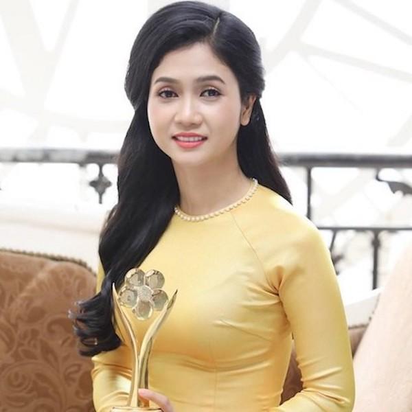 Nữ Ca sĩ Phương Anh bolero lần đầu tiên ra mắt MV phim ca nhạc Phận má hồng
