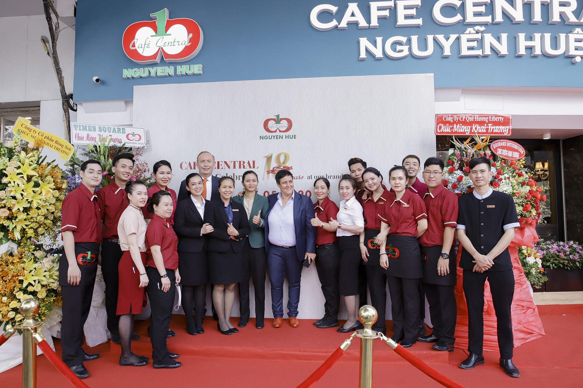 Cafe-Central-Nguyen-Hue-04